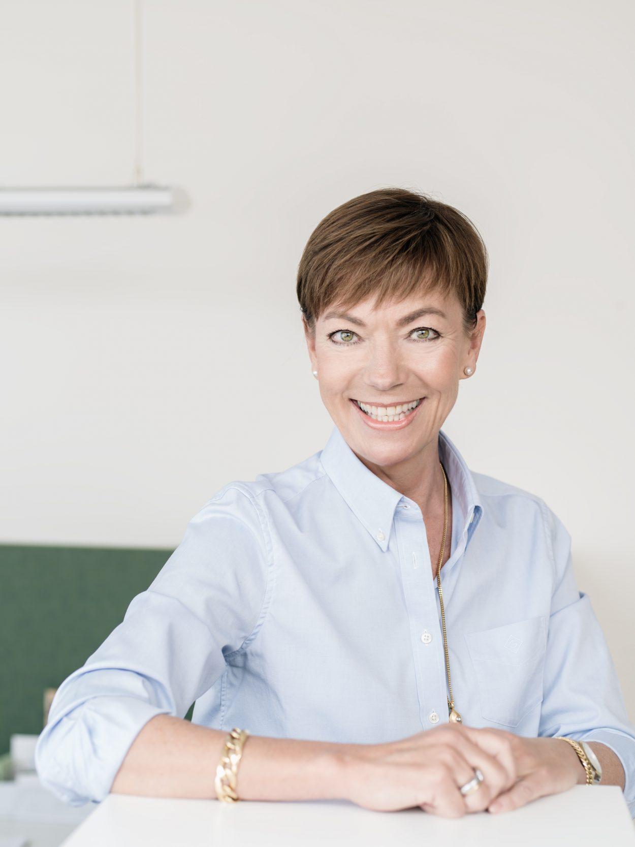 Yvonne Denovan Front Advokater