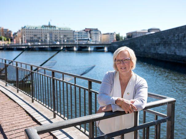 Foto på Karin Brand generalsekreterare på Svenska Livräddningssällskapet intervju Front Advokater